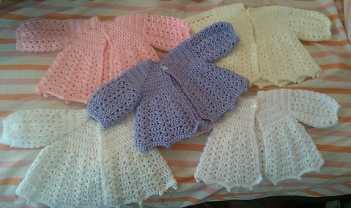 How to crochet lovely baby sweaters with free pattern