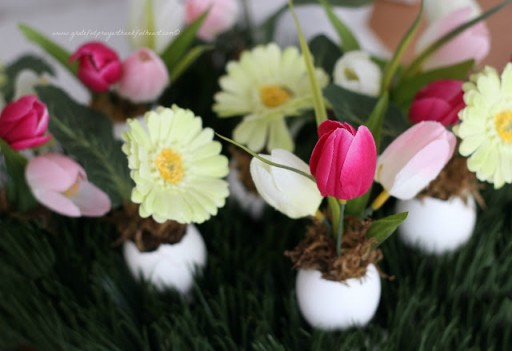 How To Make Cute Eggshell Flower Vases 3