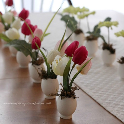 How To Make Cute Eggshell Flower Vases 4