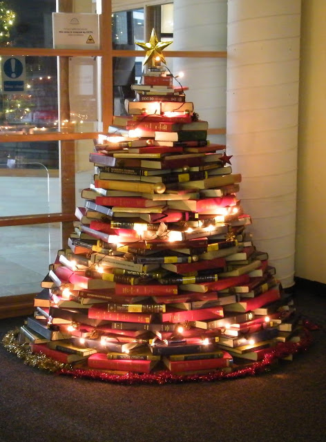 Book Christmas Tree - Wonderful DIY Home Decor 1