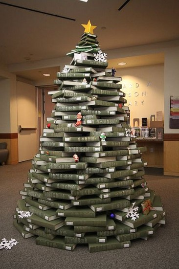 Book Christmas Tree - Wonderful DIY Home Decor 2