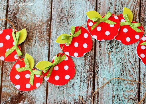 DIY Fabric Apple Garland Craft Tutorial 1