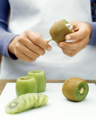 How To Peel Kiwi Quick